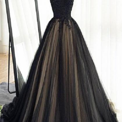 Black tulle cap sleeves floor-lengt..