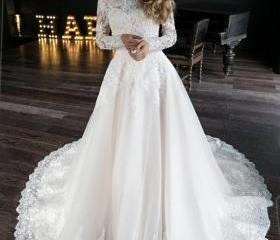 A line wedding dress..