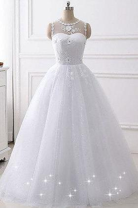 New design white tulle A-line wedding dress with lace appliqué