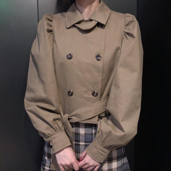 Khaki double-breasted trench coat for fall